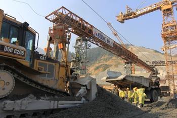 Hơn 1.000 cán bộ công nhân viên ra quân trên công trường Thủy điện Lai Châu