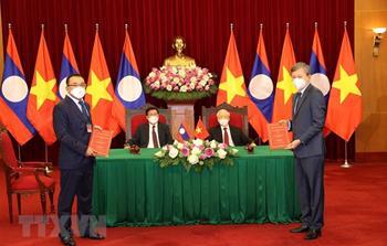 Tập đoàn Điện lực Việt Nam (EVN) trao đổi các hợp đồng mua bán điện với các chủ đầu tư nhà máy thủy điện tại Lào